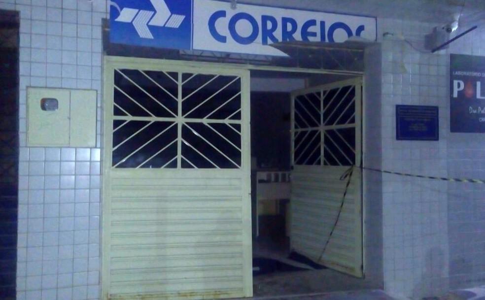Agência dos Correios foi atacada na madrugada deste terça-feira (30) em São Sebastião do Umbuzeiro, no Cariri (Foto: Reprodução/TV Cabo Branco)