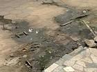 Moradores reclamam de vazamento de esgoto em Linhares, ES