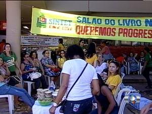 Professores acampam em frente a Secad em Palmas (Foto: Reprodução/TV Anhanguera)
