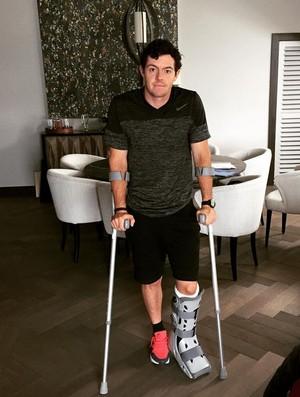 Rory McIlroy golfe muletas (Foto: Reprodução internet)