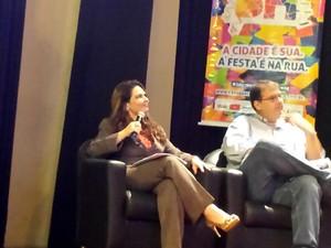À direita, presidente da Belotur, Cláudia Pedroso.  (Foto: Thaís Leocádio/G1)