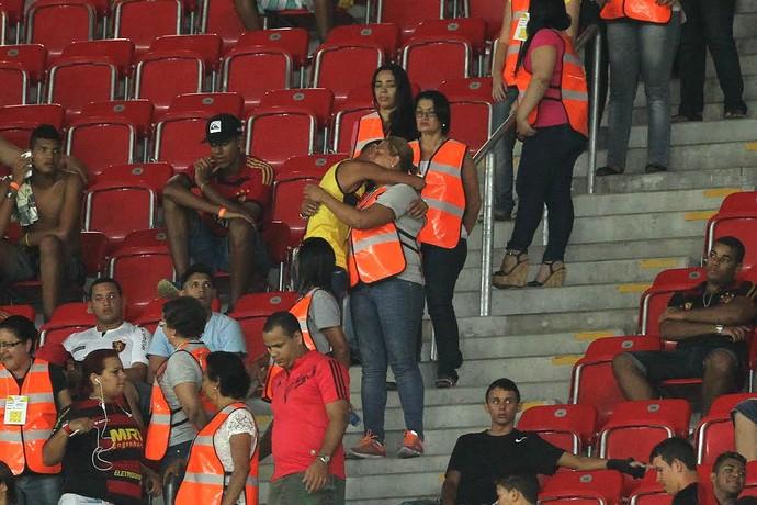 Mães dos membros de torcida organizada no clássico Sport x Náutico (Foto: Aldo Carneiro/Pernambuco Press)