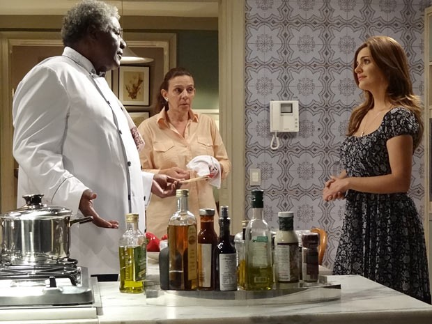 Elisa avisa a Antônio que não quer ele como cozinheiro em seu casamento (Foto: Amor Eterno Amor / TV Globo)