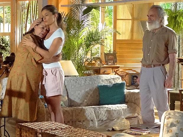Chico também fica abalado com a notícia (Foto: Flor do Caribe/TV Globo)