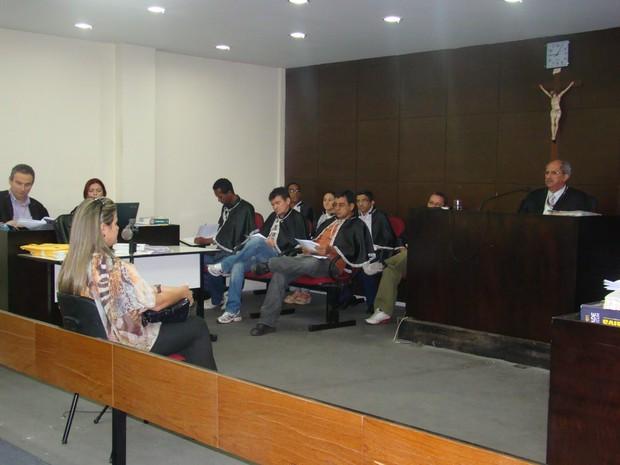 Irmã da vítima foi a primeira a ser ouvida pelo juiz Antonio Noleto (Foto: Gilcilene Araújo)
