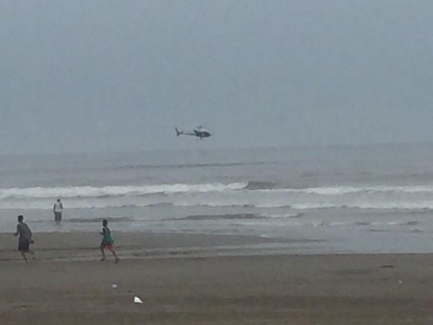 Helicóptero foi utilizado para resgatar vítimas de embarcação em chamas (Foto: Marcela Sanches / Arquivo Pessoal)