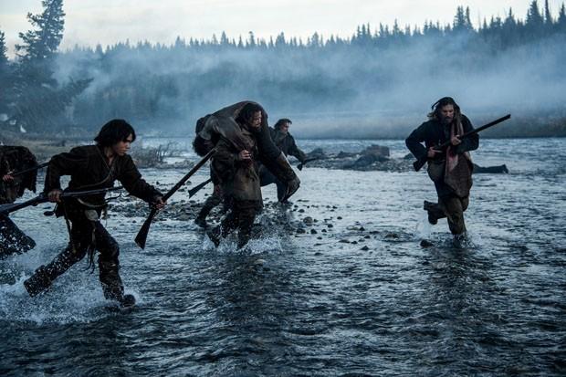 O Regresso (2015) direção de Alejandro González Iñárritu e fotografia de Emmanuel Lubezki, que optou por gravar apenas com luz natural (Foto: Reprodução)