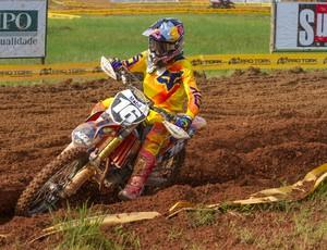 O gaúcho Enzo Lopes venceu sua primeira prova na Copa Minas Gerais de Motocross (Foto: Jefferson Coelhinho/Divulgação)