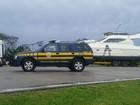 Polícia retém caminhão que transportava embarcação no RS