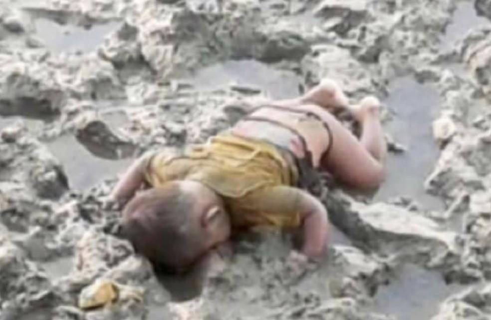 Foto de bebê morto em Mianmar provoca comoção internacional (Foto: Reprodução/Facebook/Ro Sadak)