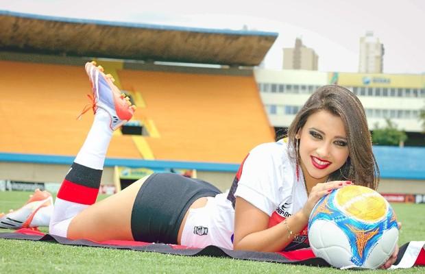 Alessandra Fontes Freitas é a musa da Atlético-GO no Goianão 2014 (Foto: Divulgação/Camila Fontavine)