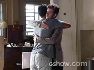 Sidney tenta consolar Ben (Foto: Malhação / TV Globo)