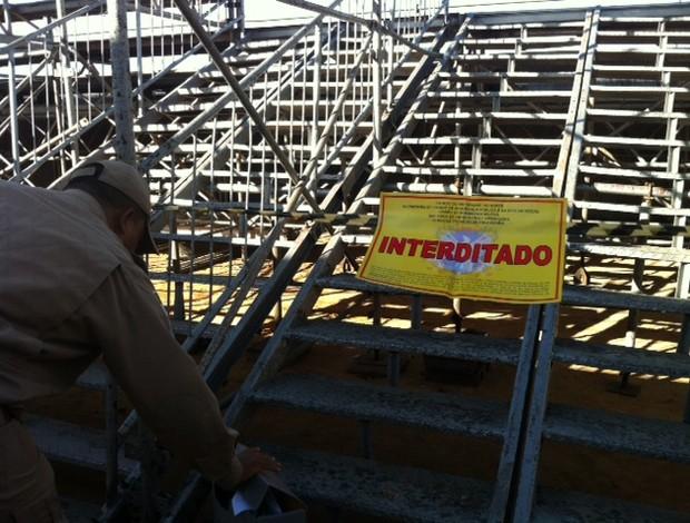 Arquibancadas móveis foram interditadas para o Clássico (Foto: Augusto César Gomes/Globoesporte.com)