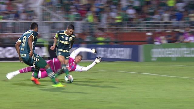 Palmeiras abre 2 a 0, mas vacila no fim, apenas empata com Bahia e é vaiado