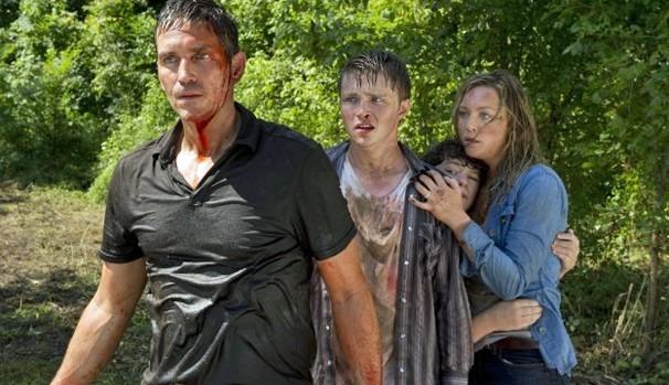 Nate ( Jim Caviezel) e sua família viram alvo de bandidos violentos (Foto: Reprodução / TV Diário)