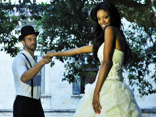 Viviane Porto faz ensaio com o marido, o italiano Sergio Drioli  (Foto: Yuri Craneiro / Divulgação)