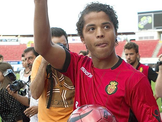 Giovani Dos Santos apresentado no Real Mallorca (Foto: EFE)