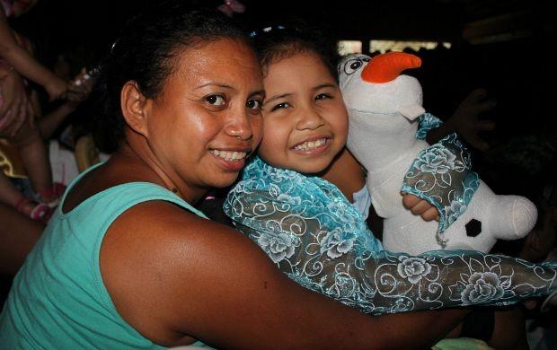 Cidy levou a filha caracterizada de personagem (Foto: Katiúscia Monteiro/ Rede Amazônica)