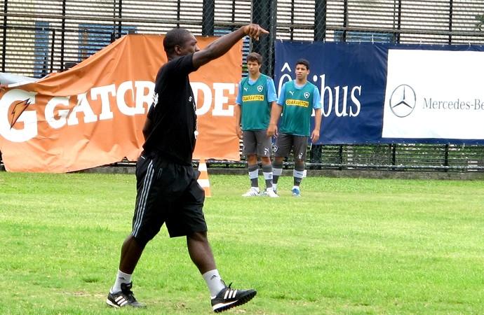 Seedorf treino Botafogo como técnico (Foto: Fred Huber)