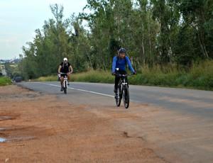 Irmãos ciclistas de Ji-Paraná, Rondônia (Foto: Samira Lima)