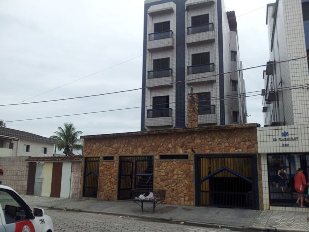 Prédio onde aconteceu a tentativa de assalto fica localizado no bairro Aviação, em Praia Grande (Foto: Mariane Rossi/G1)