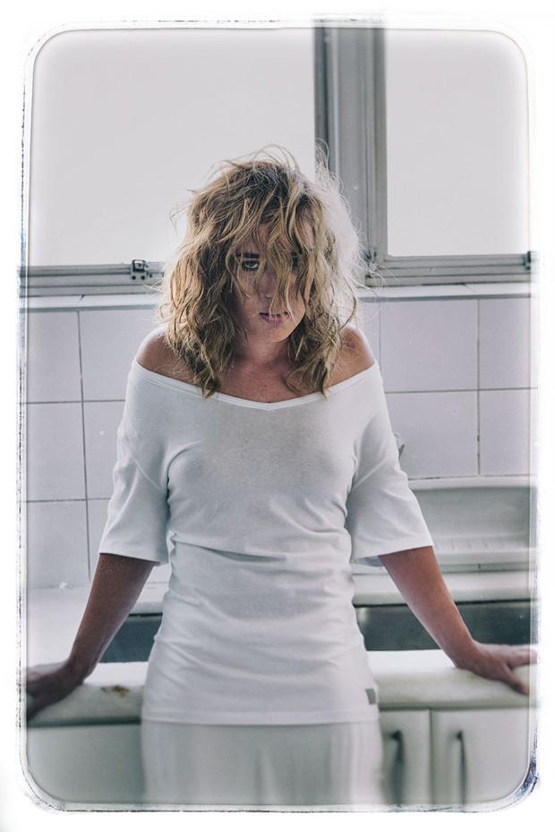 Adriana Birolli na revista Top Magazine (Foto: Angelo Pastorello / Divulgação)