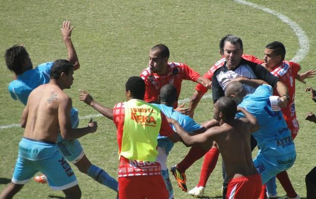 Batatais e Marília briga 2 (Foto: Fernando Machado)