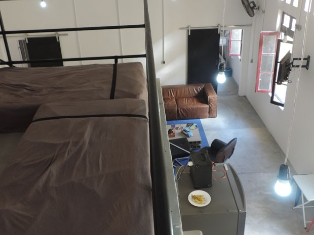 Local conta com espaços de convivência e quartos compartilhados (Foto: Vitor Tavares / G1)