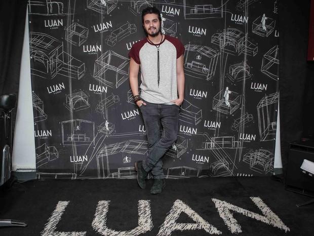 Luan Santana em bastidores de show em São Paulo (Foto: Raphael Castello/ Ag. News)