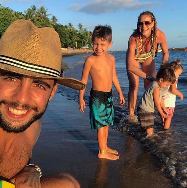 Luana Piovani e Pedro Scooby com os filhos (Foto: Reprodução/Instagram)