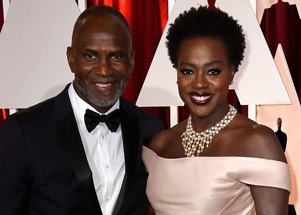 A atriz Viola Davis e o marido, Julius Tennon, adotaram uma menina em 2011. Ela se chama Genesis. (Foto: Getty Images)