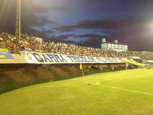 Mesmo com o apoio da torcida, Palmas não marcou contra o Tocantinópolis no Nilton Santos em partida pelas semifinais (Foto: Camila Rodrigues/GloboEsporte.com)