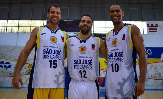 Renato Carbonari, Pedro, César São José Basquete (Foto: Danilo Sardinha/GloboEsporte.com)