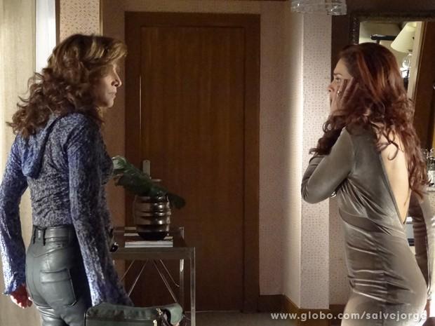 Rosângela leva um tapa de Wanda  (Foto: Salve Jorge/TV Globo)