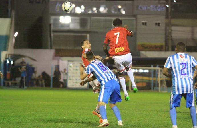 Francis,  Botafogo-SP x Crac (Foto: Rogério Moroti / Agência Botafogo)