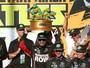 Troféu de Tartarugas Ninjas rouba a cena em pódio de prova da Nascar
