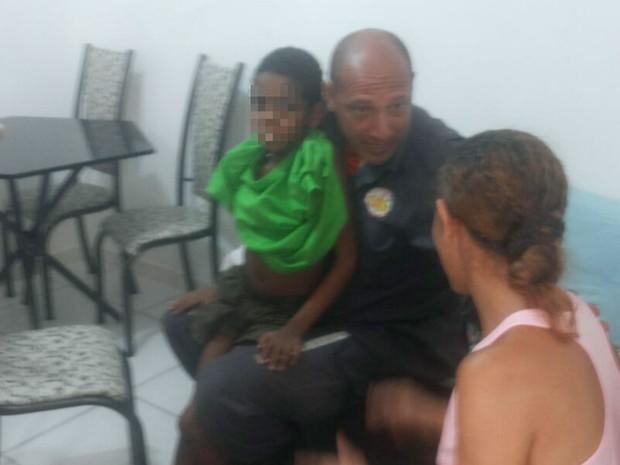 Menino de 9 anos passou a noite perdido em região de mata fechada na Bahia (Foto: Divulgação / Corpo de Bombeiros)