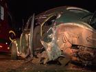 Homem tem carro destruído ao ser atingido por contrabandistas em fuga
