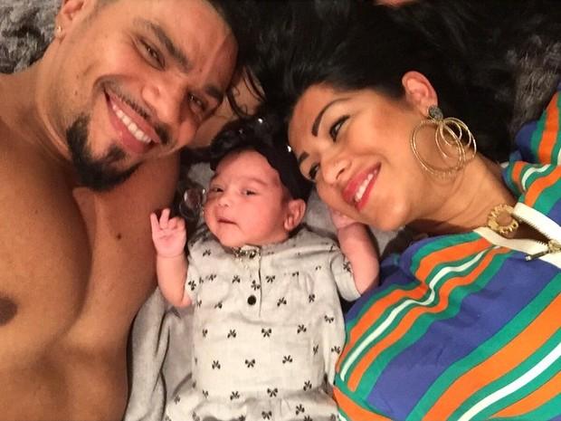 Naldo com Ellen Cardoso e a filho, Maria Victoria (Foto: Instagram/ Reprodução)
