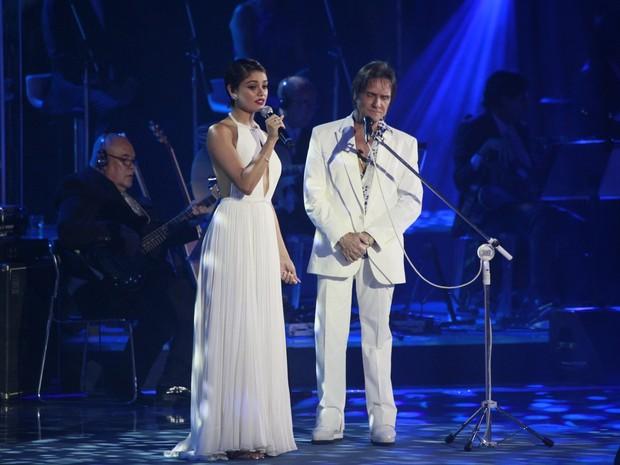 Sophie Charlotte canta com Roberto Carlos em show no Rio (Foto: Isac Luz/ EGO)