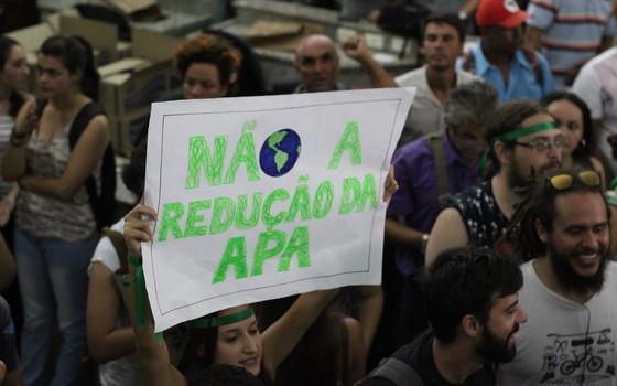 Manifestação contra a aprovação da lei que desprotege a Escarpa do Devoniano (Foto: Gabriel Ramos de Lima - Divulgação)