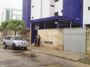 Polícia Federal realiza ação no bairro Manaíra em João Pessoa (Foto: Walter Paparazzo/G1)