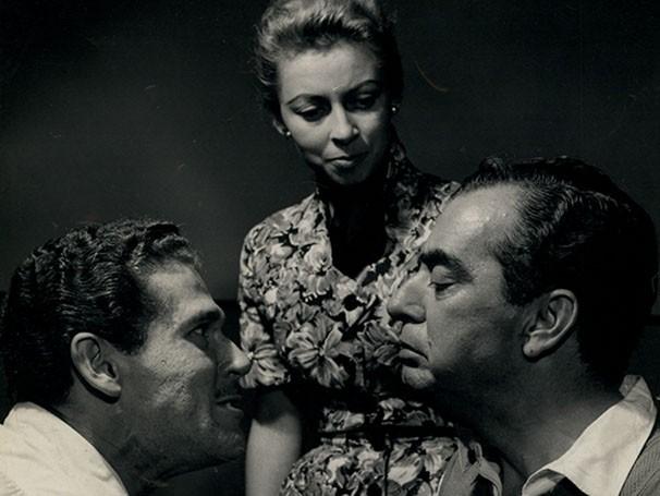 """Gláucio Gill, Maria de Nazareth e Nelson Rodrigues na peça """"Perdoa-me"""" (Foto: Divulgação)"""