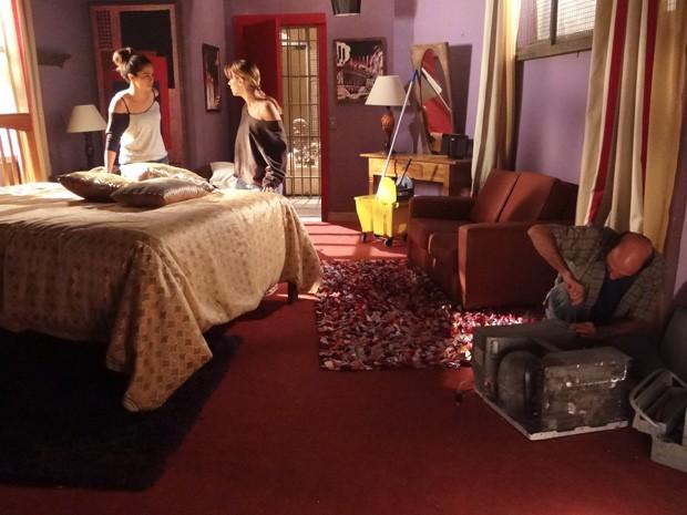 Morena diz para Jéssica que elas vão fugir essa noite (Foto: Salve Jorge/TV Globo)