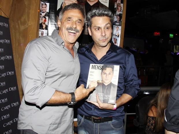 Oscar Magrini e Alexandre Nero em lançamento de revista (Foto: Felipe Assumpção/ Ag. News)