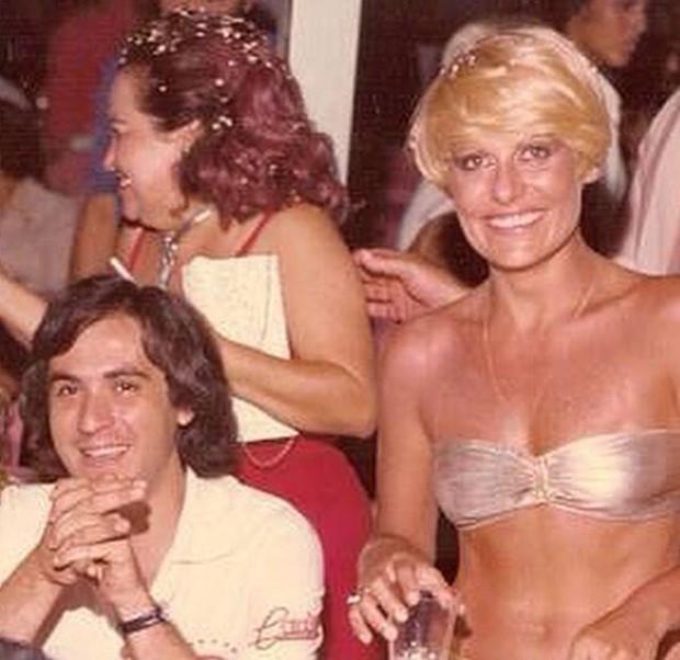 Amaury Jr. e Ana Maria Braga curtindo o Carnaval na década de 1980 (Foto: Reprodução/Instagram)