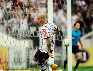 Fabio Santos, Corinthians x Criciuma (Foto: Marcos Ribolli)