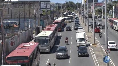 Protesto: rodoviários param os ônibus na BA-099, em Lauro de Freitas