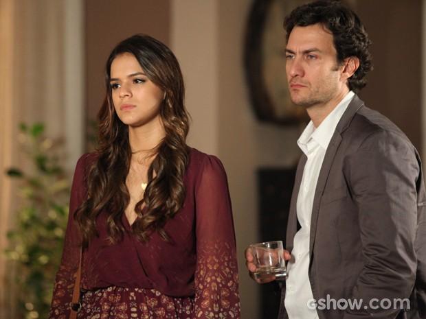 Luiza e Laerte levantam e vão embora após provocações de Helena (Foto: Camila Camacho / TV Globo)