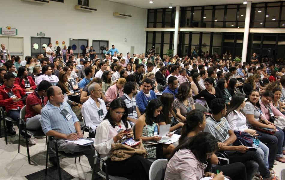 Estudantes, profissionais e interessados em jornalismo lotaram a abertura do 18º Seminário de Jornalismo (Foto: Katiúscia Monteiro/G1 AM)